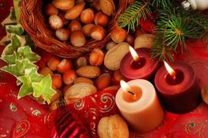 Na vánočním stole nechybí ovoce a oříšky všeho druhu.