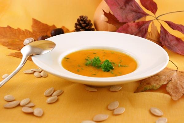 Zdravé podzimní polévky, které zasytí i zahřejí