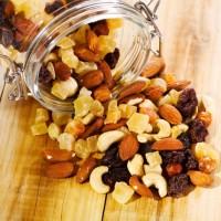 Zdravé ale kalorické ořechy a sušené ovoce