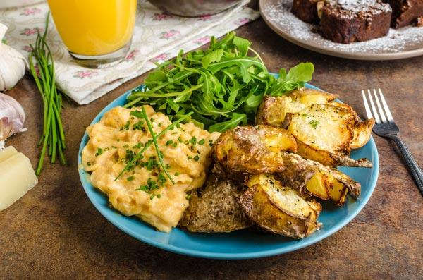 Proč jíst rané brambory a k tomu pár tipů na jejich konzumaci, při kterých se vám budou sbíhat sliny