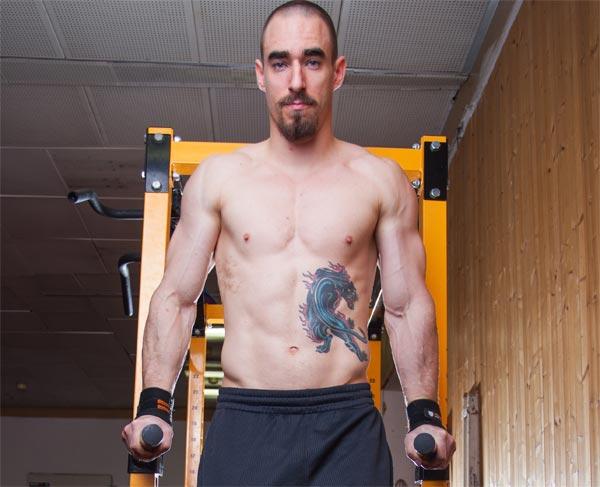 Body mass index – vzoreček všech vzorečků? Podívejte se, jak vypadá fitness trenér, jenž je podle BMI obézní!