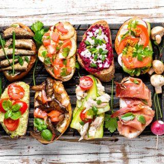 Etiketa návštěv: Návštěvy by se neměly do jídla či pití nutit a další užitečné rady
