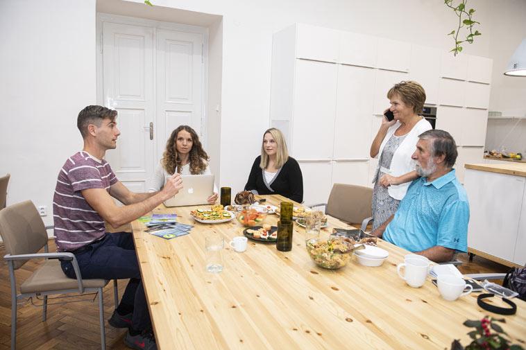 Ing. Hana Málková ze STOB: Jídlem bychom se neměli trápit, ale užívat si ho. A to jde určitě i při hubnutí!